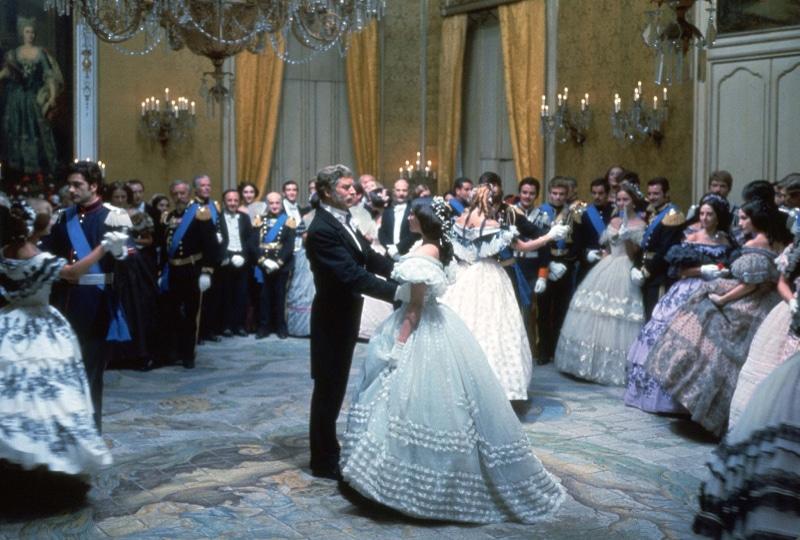 claudia cardinale y burt lancaster en la película il Gattopardo de Visconti, bailando una pieza de verdi, 1963.